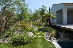 plan d'agencement extérieur avec terrasse et piscine