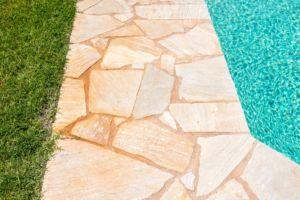 creation de piscines sur mesure aménagement extérieur